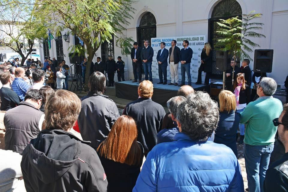 Con la presencia del Ministro de Seguridad de la provincia, Cristian Ritondo, este viernes el Municipio firmó un convenio que fusiona la Policía local con la comunal.