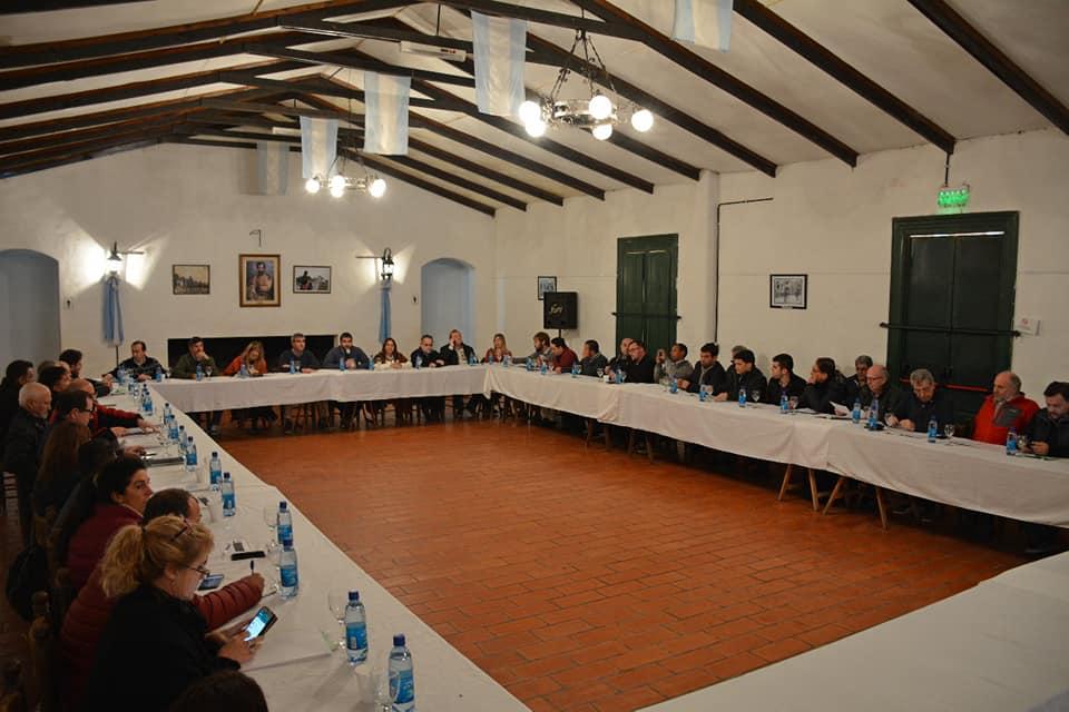 El intendente Francisco Durañona recibió en La Matera a representantes del grupo Produce BA que reúne a secretarios de Desarrollo y Producción de casi 40 municipios peronistas de toda la provincia.