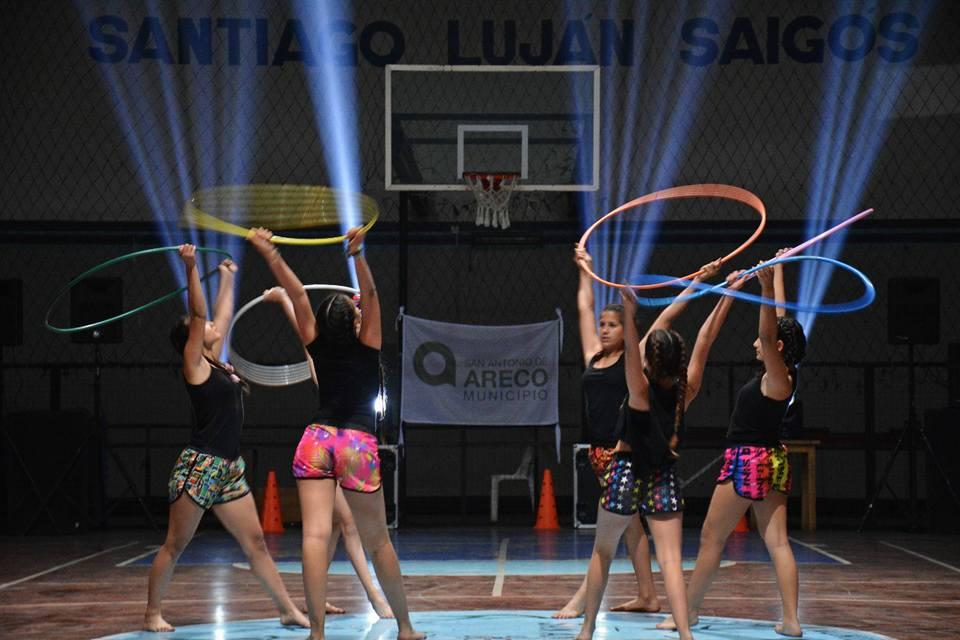 Este jueves, la Escuela Municipal de Deportes en el Gimnasio Saigós tuvo su esplendoroso cierre anual, con una importante muestra del trabajo desarrollado en las distintas disciplinas que dicta de manera gratuita.
