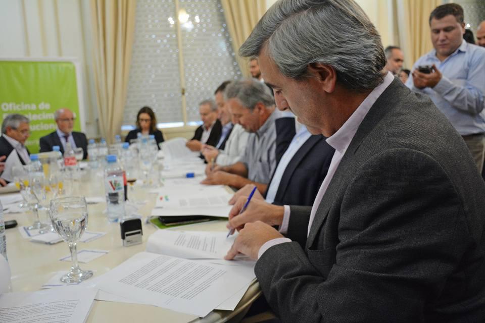 El municipio local firmó un convenio con la Oficina de Fortalecimiento Institucional de la provincia y la Oficina Anticorrupción de la Nación para profundizar la transparencia y el acceso a la información pública en Areco.