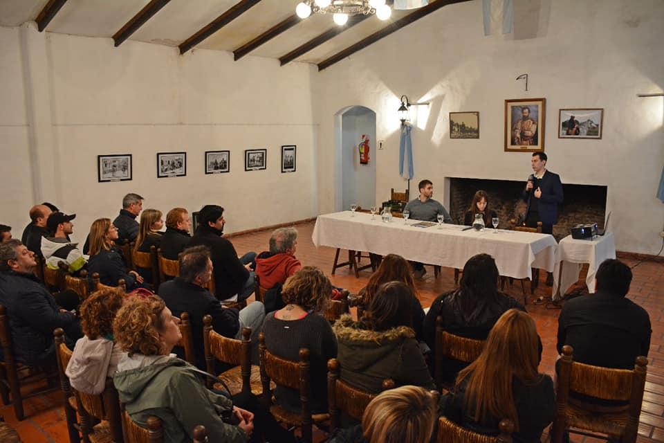 En un encuentro realizado en La Matera, se trabajó sobre reducción de riesgo de desastre y alerta temprana, y se presentó la investigación de una estudiante de la UCA Sede Rosario sobre cambio climático en nuestra ciudad.