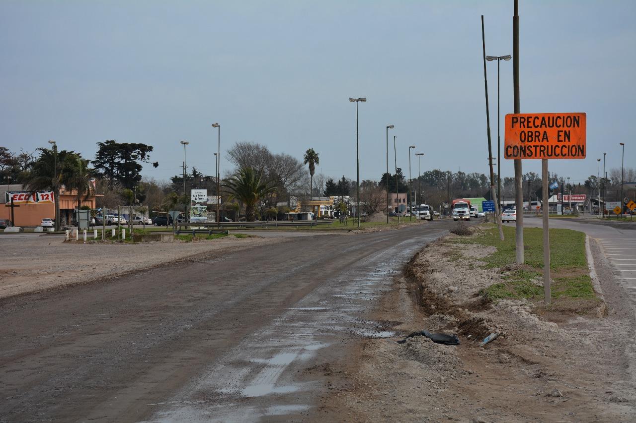 A varios meses del comienzo y suspensión de los trabajos de reparación de la calzada de la Ruta Nacional N° 8 en la intersección con el bulevar Alvear, el bloque de concejales Unidad Ciudadana de Areco reiteró en las últimas horas el pedido de informe al gobierno de Mauricio Macri para la reanudación de los trabajos.