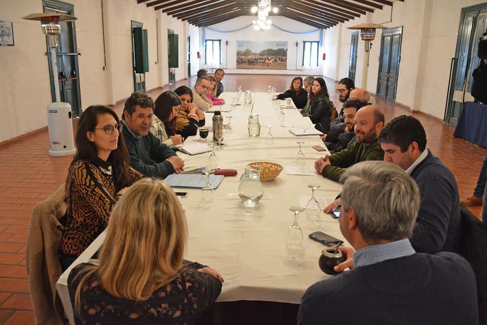 Se reunió en San Antonio de Areco la Mesa de Soberanía Alimentaria, donde referentes de varios municipios, cooperativas y universidades debatieron cómo fomentar la producción local y el arraigo, dos de las polìticas clave del Gobierno local.