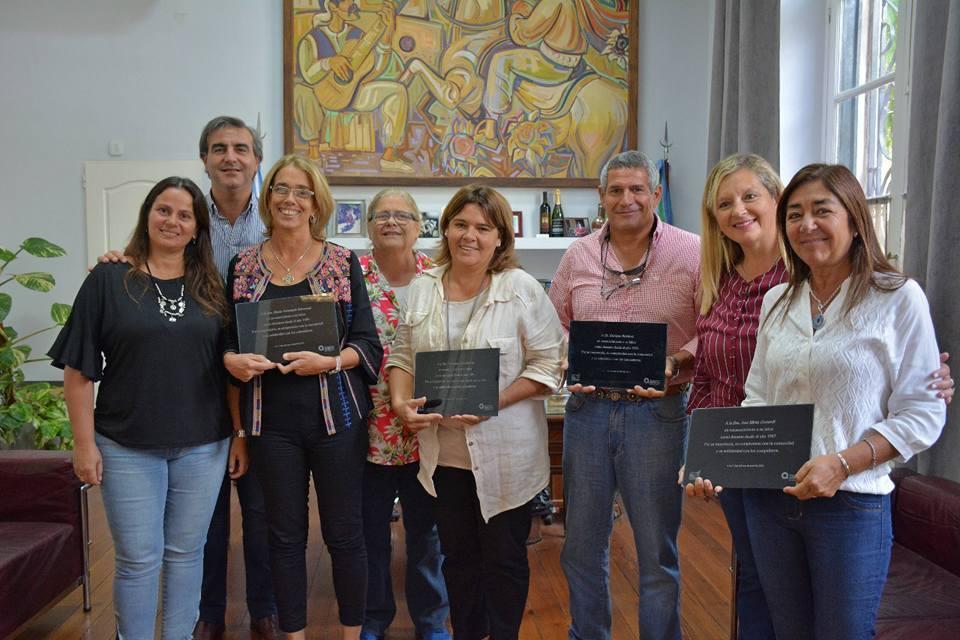 Este martes, los docentes Enrique Ramírez, Fernanda Delorenzi, Ana Silvia Gottardi y Graciana Sanseverino recibieron distinciones al jubilarse, tras desempeñarse en la función durante 30 años en distintas instituciones educativas municipales.