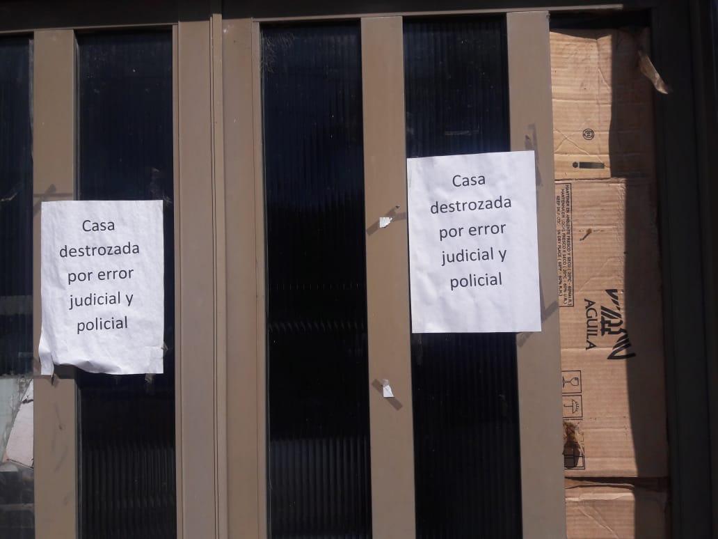 La oficial de la policía comunal de la ciudad de Rojas, Yamila Palacios, comenzó a lanzar bombas de estruendo para todos lados, a tono con la pirotecnia sin control de estas fiestas.