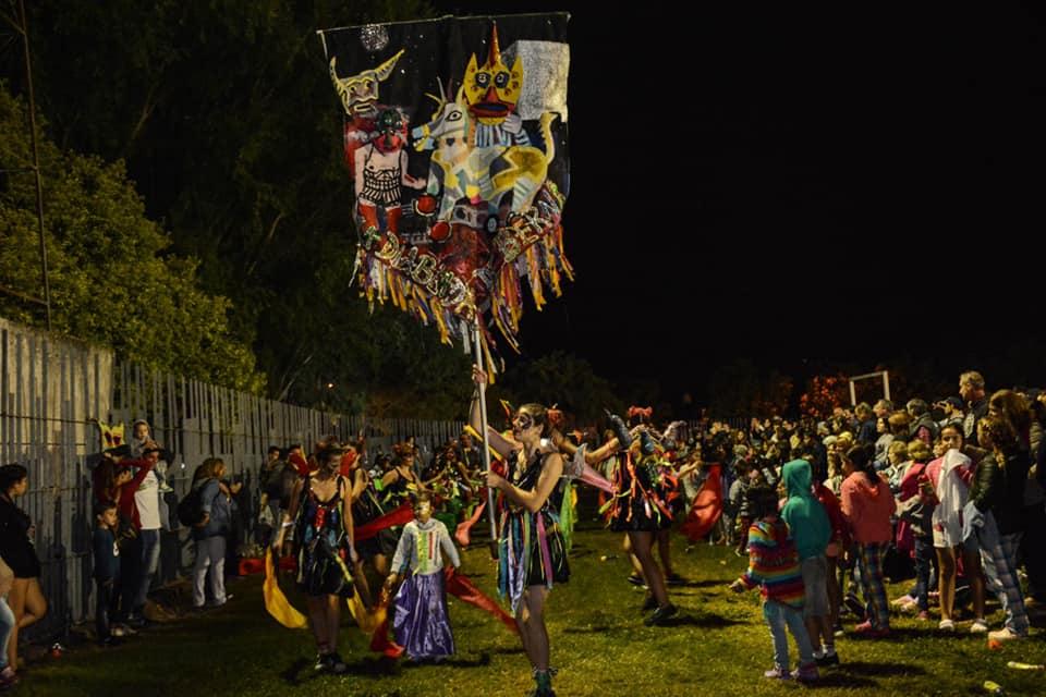 Con el Polideportivo a pleno, colmado de vecinos y turistas, se concretó este sábado la primera noche de los carnavales 2019, a puro color, alegría y la música.