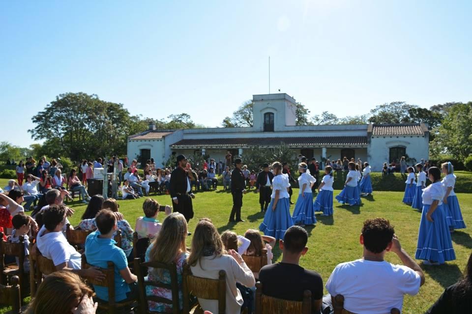 En el marco de la Fiesta Nacional de la Tradición 2018, el Museo Güiraldes celebró este fin de semana sus 80 años con la apertura de una nueva sala en honor a Francisco Colombo, primer impresor del Don Segundo Sombra, bailes y la música de la Orquesta Surera y Arco de la Libertad - Coro y Orquesta Municipal.
