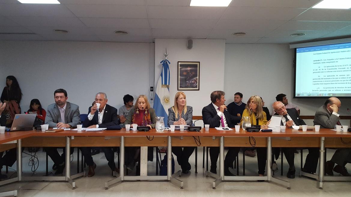 El diputado provincial Jorge Santiago (GEN-Progresistas) asistió al lanzamiento del proyecto de ley que crea los Tribunales Ambientales, iniciativa que en el Congreso Nacional promueven las legisladoras Margarita Stolbizer y Graciela Cousinet, desde el interbloque progresistas.