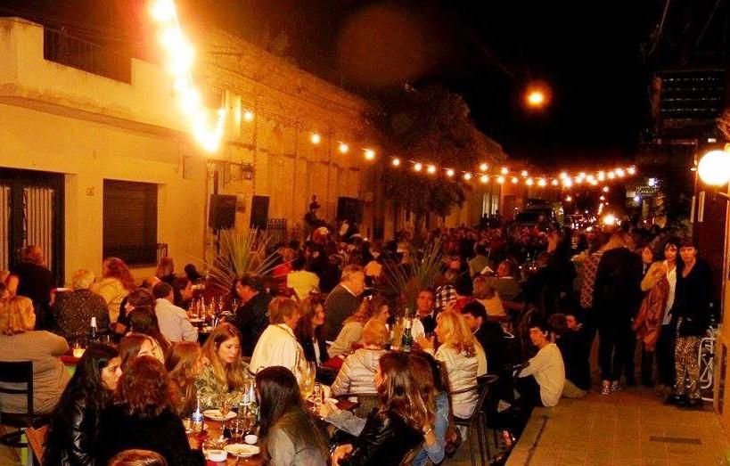 La Noche de los Bares se muda este sábado al empedrado de la plaza principal