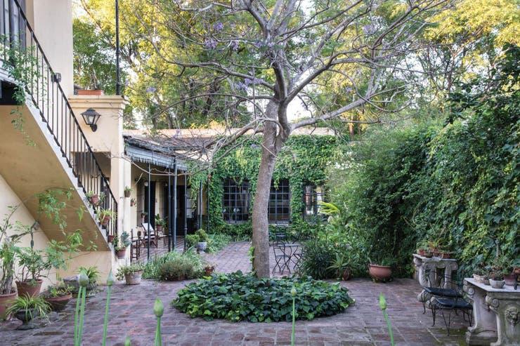 Un jardín más allá de las modas en el corazón de una casa del siglo XIX que hoy recibe turistas