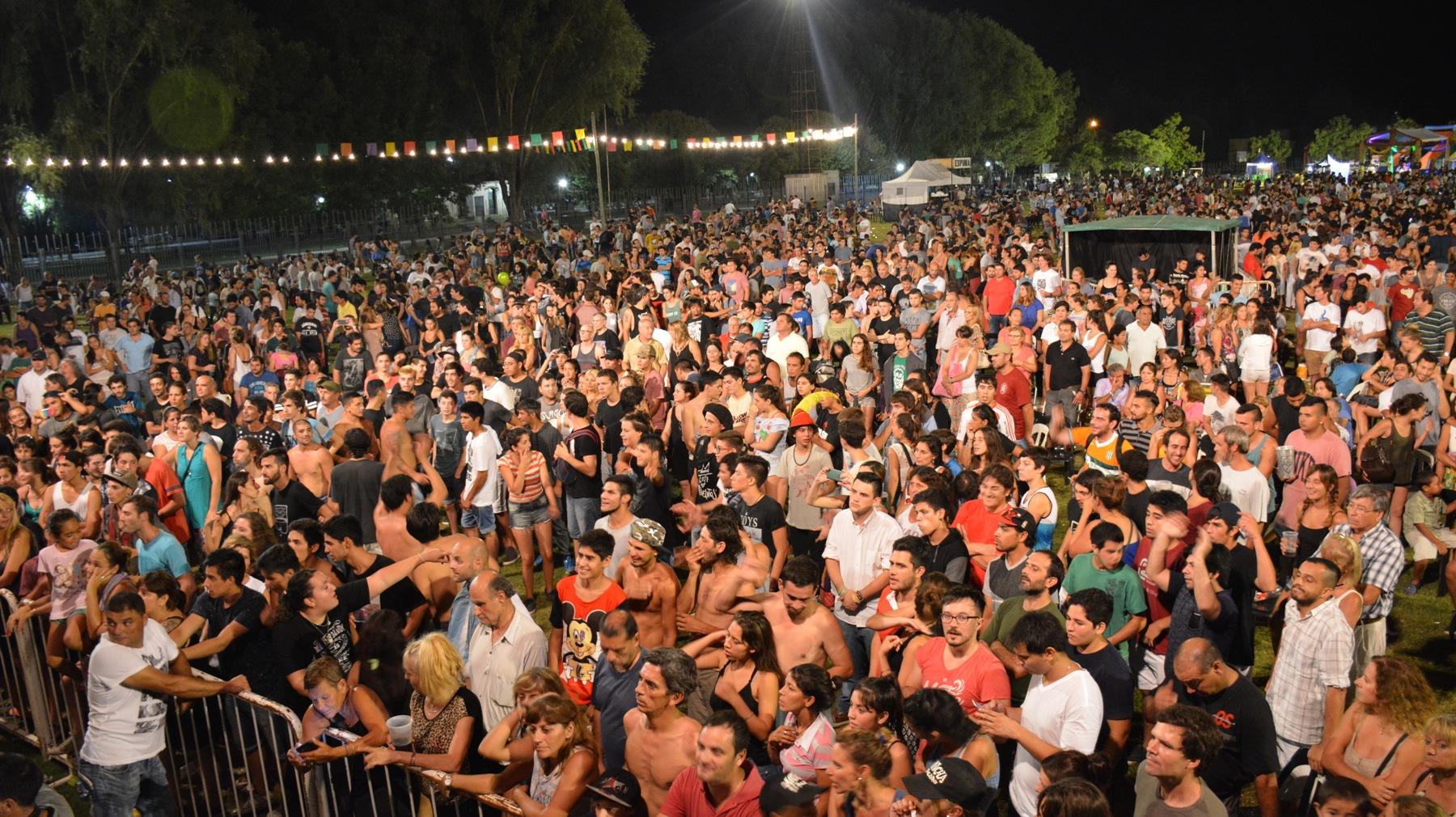 Alrededor de 14.000 personas visitaron San Antonio de Areco durante el fin de semana extra largo del 25, 26, 27 y 28 de febrero y la hotelería estuvo completa durante las noches del viernes, sábado y domingo. De esta manera, los turistas inyectaron en la ciudad más de $ 8.600.000 a través del gasto en alojamiento y gastronomía, entre otros.