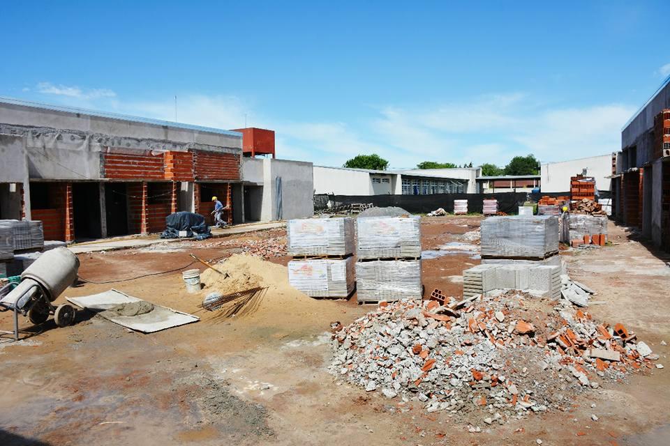 Avanza la construcción del nuevo edificio educativo detrás del Centro Universitario Areco, donde a partir de 2018 funcionará el nivel secundario de la Escuela Municipal Manuel Belgrano.