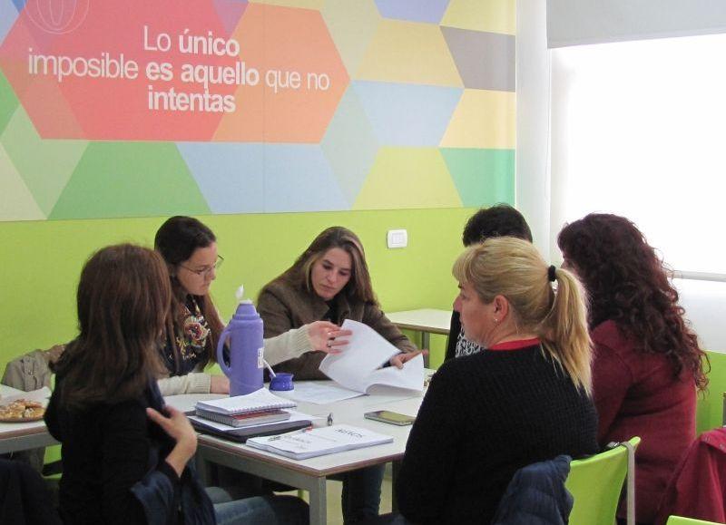 El programa de NEXOS implicó tutorías para alumnos y capacitación de docentes.