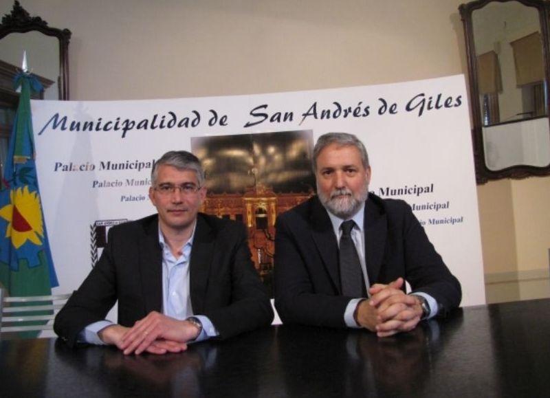 El intendente de San Andrés de Giles, Carlos Puglelli, y el rector de la UNSAdA, Jerónimo Ainchil.