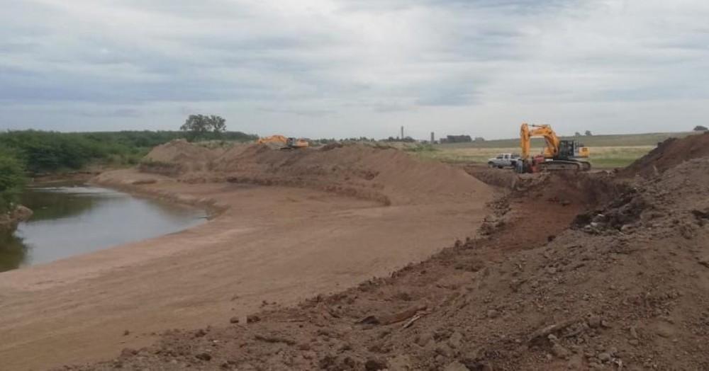 Obras en el río Areco.