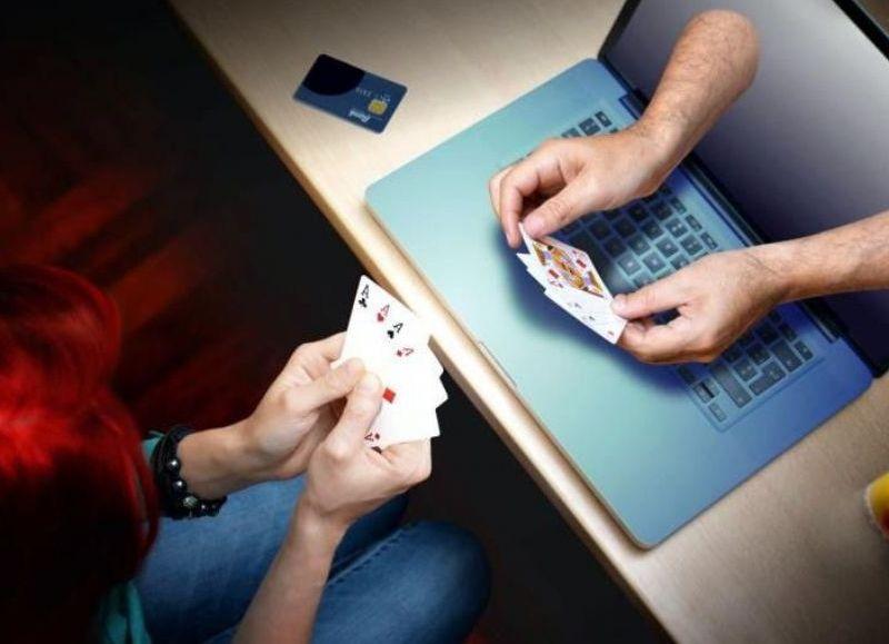 La posibilidad de jugar a través de internet y desde la comodidad de la casa, es una oferta muy tentadora para las personas.