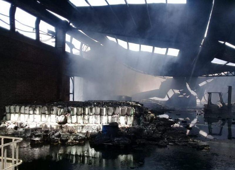 El hecho ocurrió el 27 de septiembre, pero se conoció días después y por la muerte de Rubén Ponce, de 43 años, con la mitad de su cuerpo quemado al caer en un pozo de desechos químicos, intentando salvar del fuego una maquinaria.