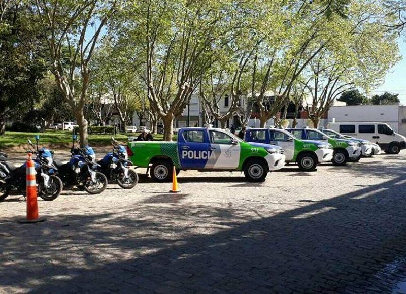 Cuatro nuevas camionetas y tres motocicletas para incrementar la seguridad.