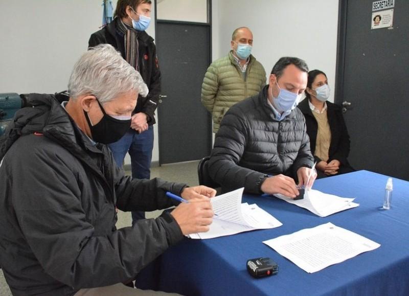 """""""Se construirán nuevas aulas, sanitarios,  arreglo de techos, instalación eléctrica y otras refacciones"""", resaltó Francisco Ratto."""