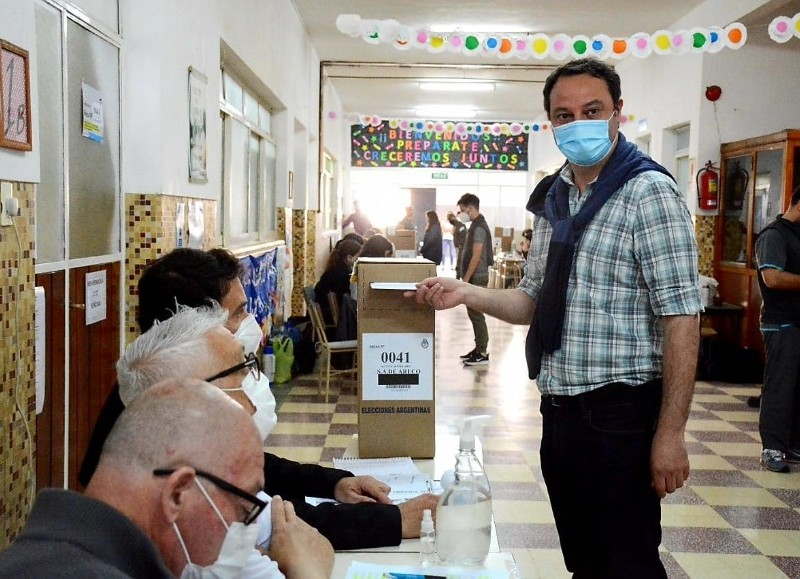 """De cara al cierre de los comicios de las PASO, el intendente de la ciudad de San Antonio de Areco, comentó que está """"feliz de votar una vez más""""."""