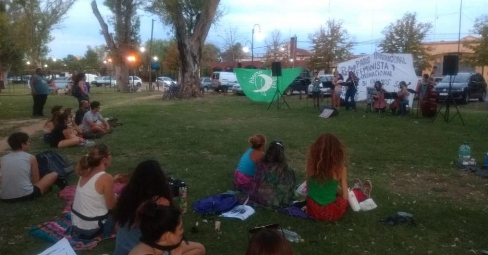 En las calles Belgrano y Moreno, se realizó el Festival de Mujeres Artistas.