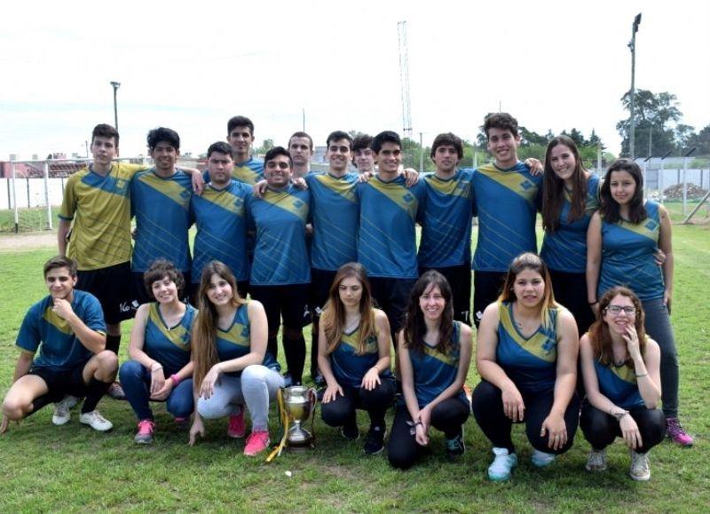 35 estudiantes competirán en siete disciplinas deportivas. Los ganadores pasan a la instancia nacional.