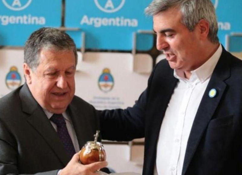 Ramón Puerta, embajador argentino en España, recibió en Madrid a Francisco Durañona, intendente de San Antonio de Areco.