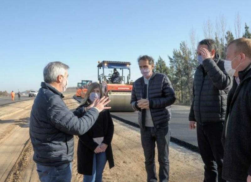 Junto al intendente, Francisco Ratto, y al senador provincial, Francisco Durañona, inauguraron 9 cuadras sobre la calle De Los Begaríes.