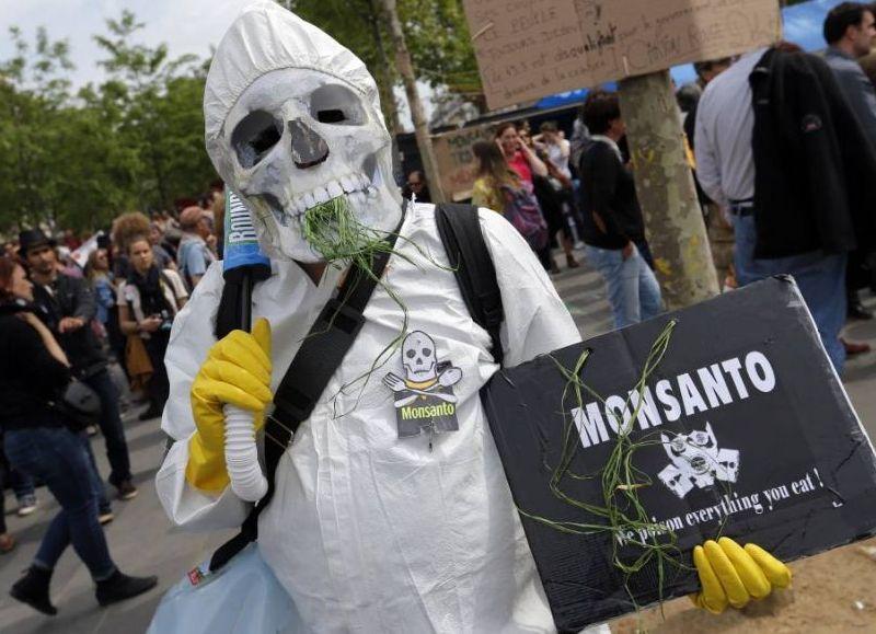 """Se están difundiendo avances de la película de Gaby Weber """"Agricultura oncológica: la receta de Monsanto ha fracasado""""."""
