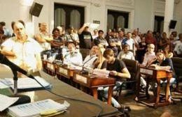 Vecinos inundados irrumpieron en el Concejo Deliberante y exigieron la presencia del intendente.