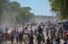 Hubo fogones criollos, peñas multitudinarias, destrezas camperas y el tradicional desfile por las calles del pueblo.