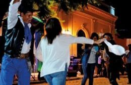 La jornada del sábado finalizará con una peña en el empedrado frente al Palacio Municipal.