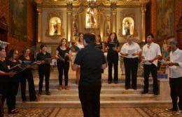 """El coro """"Voces Río Areco"""" debutó con un concierto de Navidad"""