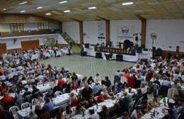 La comunidad de la institución y el municipio presentes.