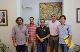 Los directivos de la empresa junto al intendente Francisco Durañona.