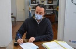 Francisco Ratto firmó un decreto para destinar fondos al personal sanitario